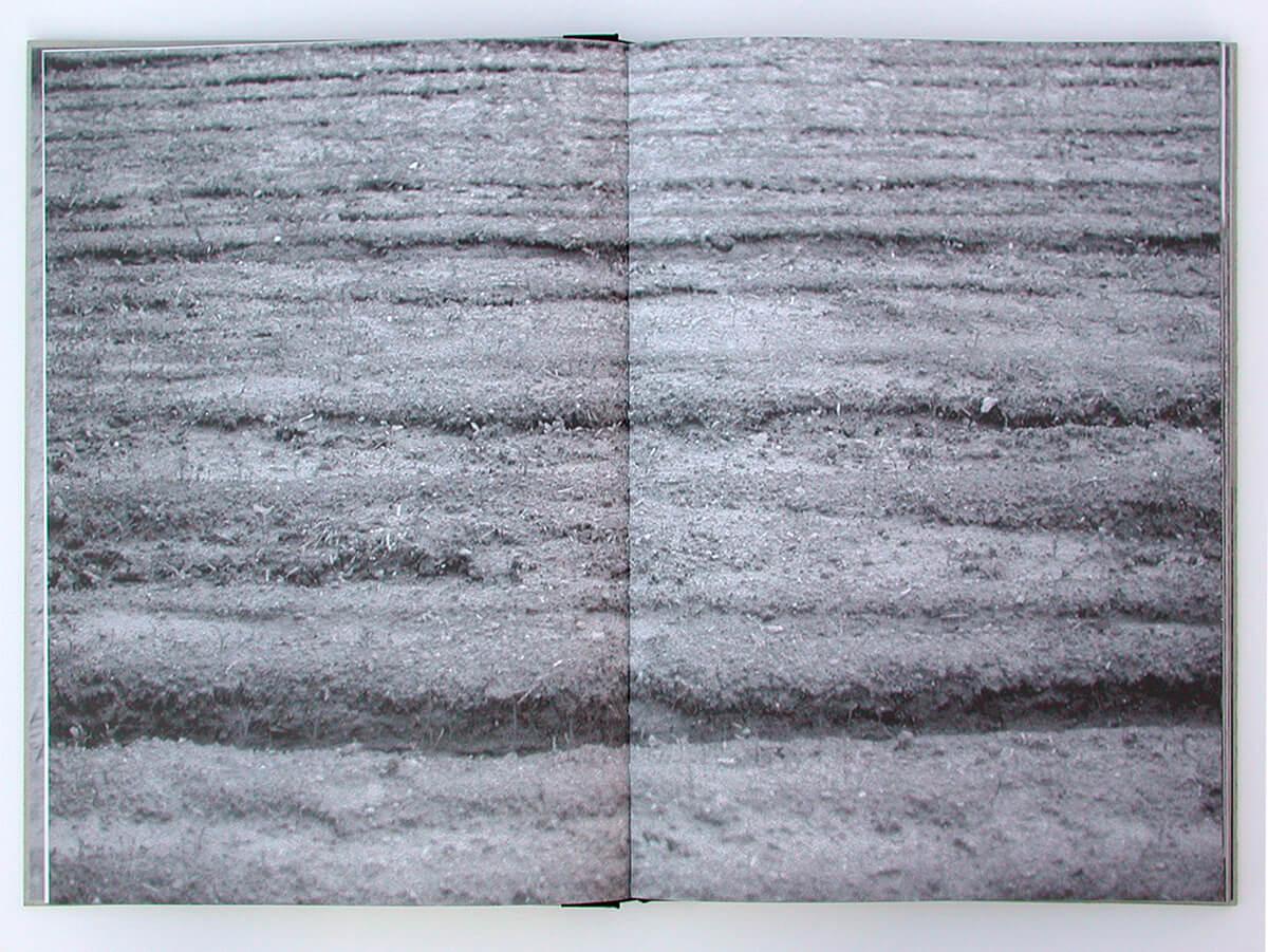 Libro de fantasmas/Book of ghosts, page 6+7 of 100 pages, 29.7x43cm, 2006